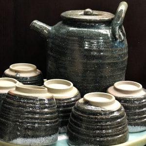 Bình Trà và Cốc Gốm Nghệ Thuật Wilclay